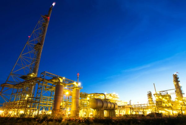 Photograph of Oil refinery, Iran oil sanctions for supply chain